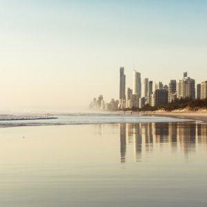 ゴールドコースト-朝のビーチ